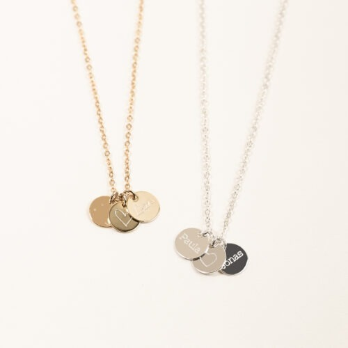 Eine gravierte Halskette, auf die deine Wunschgravur passt. Versilbert oder vergoldet.