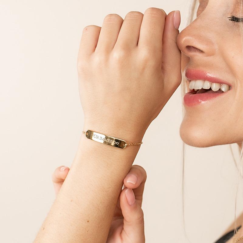 Barren Armband mit Armkette welches personalisiert wird