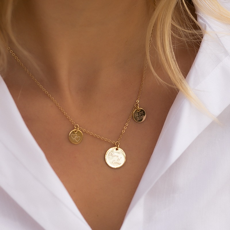 vergoldete oder versilberte Halskette mit drei gravierten Plättchen