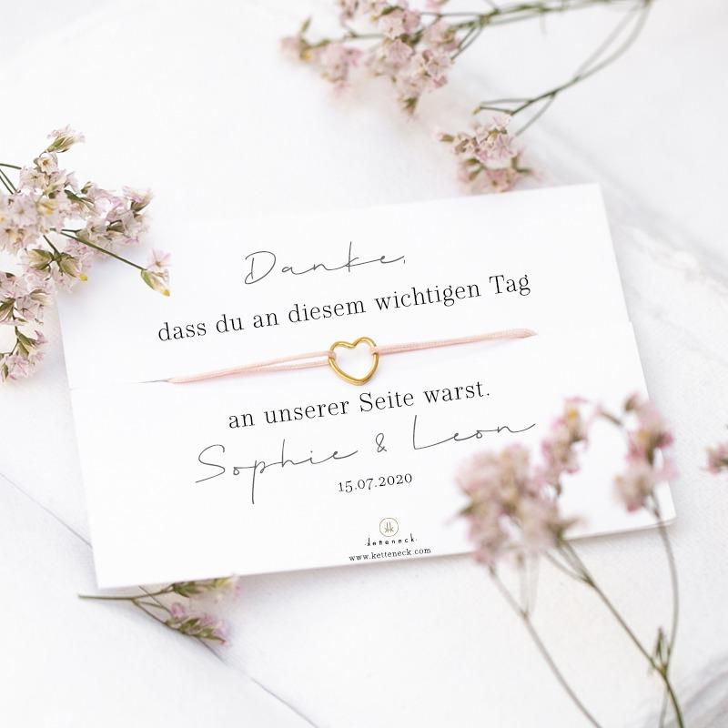 Ein perfektes Gastgeschenk ist dieses zierliche Herzarmand für deine Hochzeitsgäste