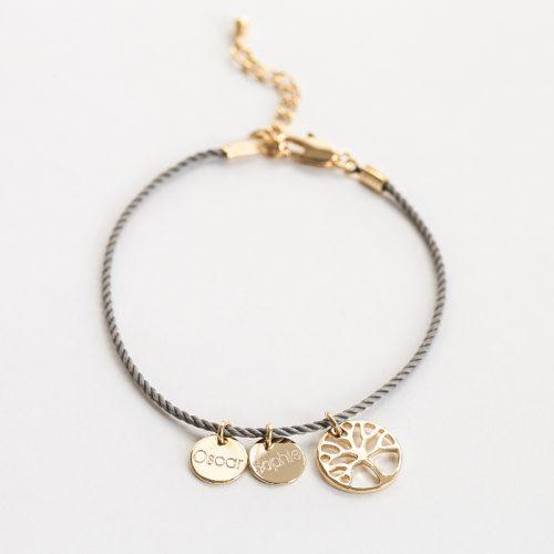 Seidenkordel Armband mit einem Lebensbaum Anhänger und kleinen 8mm Gravurplatten