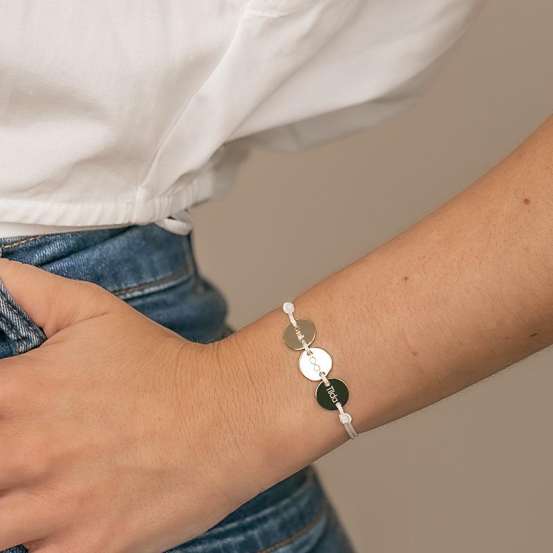 Armband mit drei Gravurplatten auf einer Nylonkordel