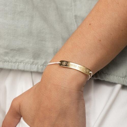 Armband mit Gravurplatte auf der Krankheiten eingetragen werden als Notfallarmband