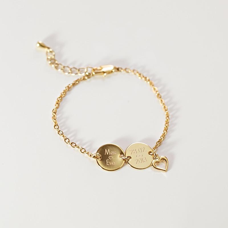 Vergoldetes oder versilbetes Armband mit Schrift, welche wir auf die zwei Gravurplättchen schreiben, seitlich Herzanhäner