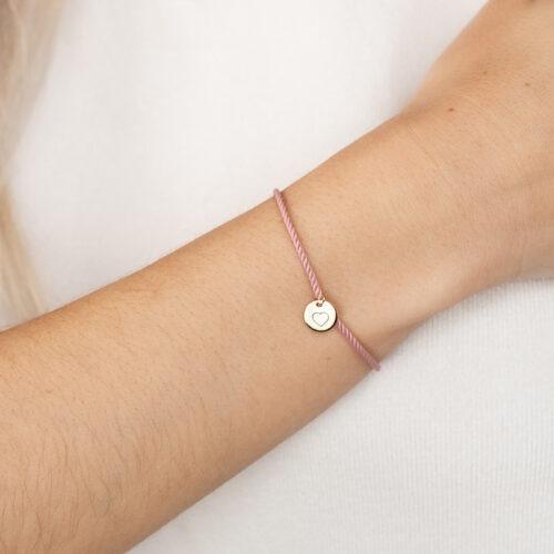 Damen Armband mit Gravur und einem runden Anhänger