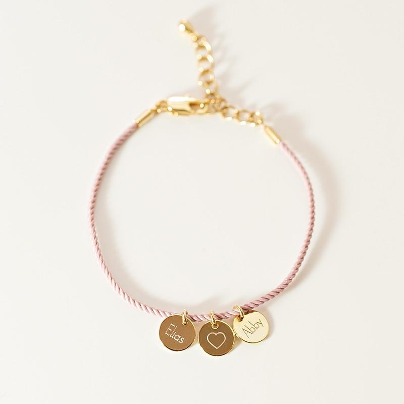 Armband wunderschöner personalisierter Namensschmuck mit Seidenkordel und drei Gravurplättchen