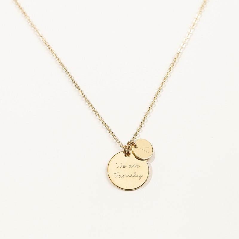 personalisierte Halskette mit einem 15mm Gravurplättchen und einer 8mm Gravurplatte