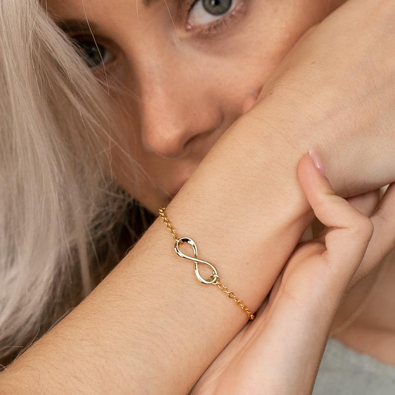 Armkette mit Unendlichkeit Symbol