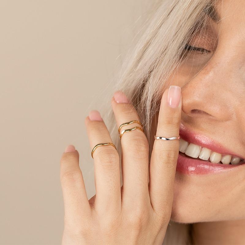 Gewellte Fingerringe silber oder gold zart minimalistisch